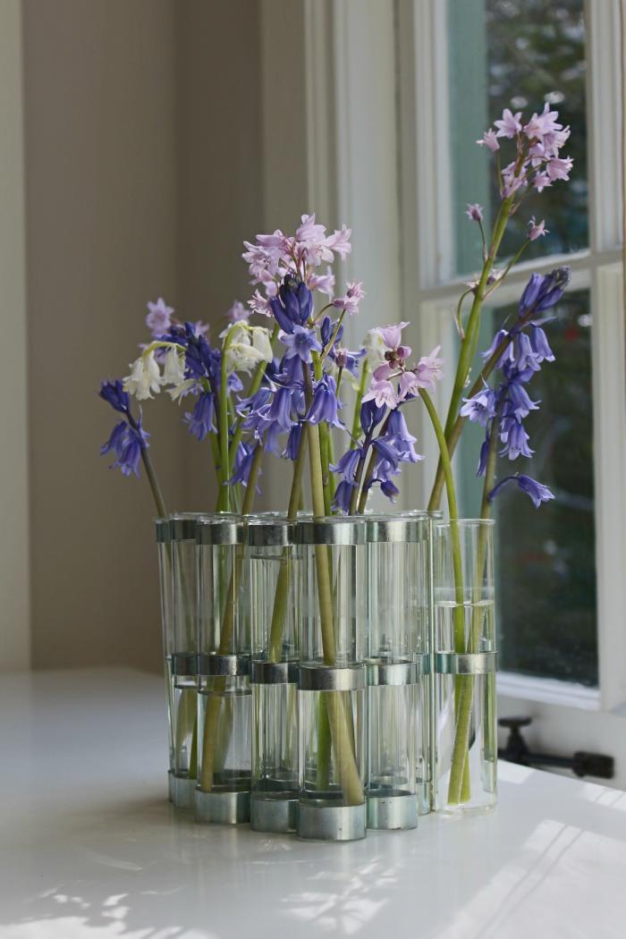 700 home office flowers on desk