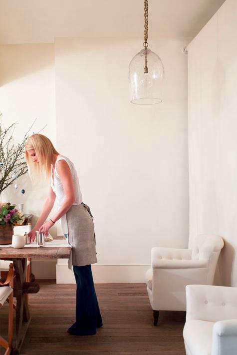 gwyneth setting the table