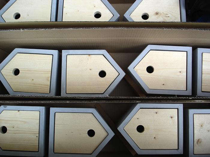 700 das rote birdhouses in production