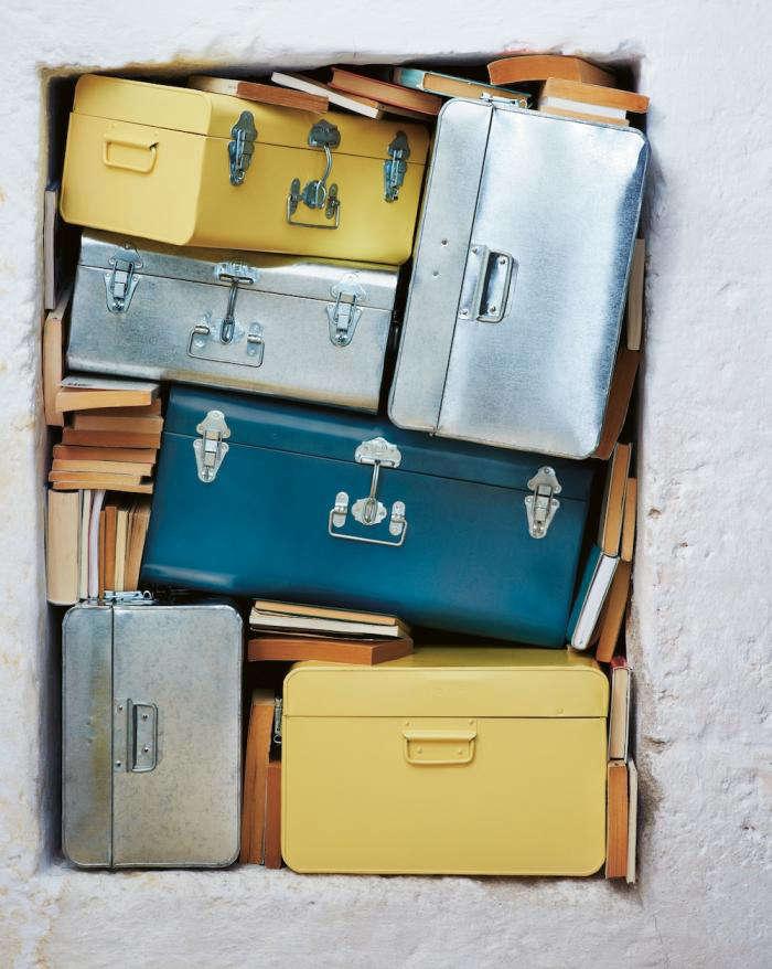 700 metal tins catalogue