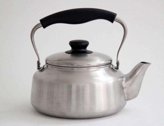 700 yanagi kettle silver