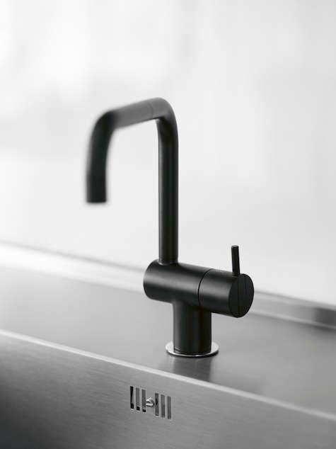 black arne jacobsen faucet indenfor