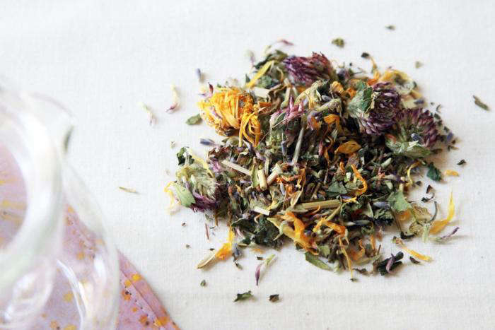 700 allergy tea and glass tea pot