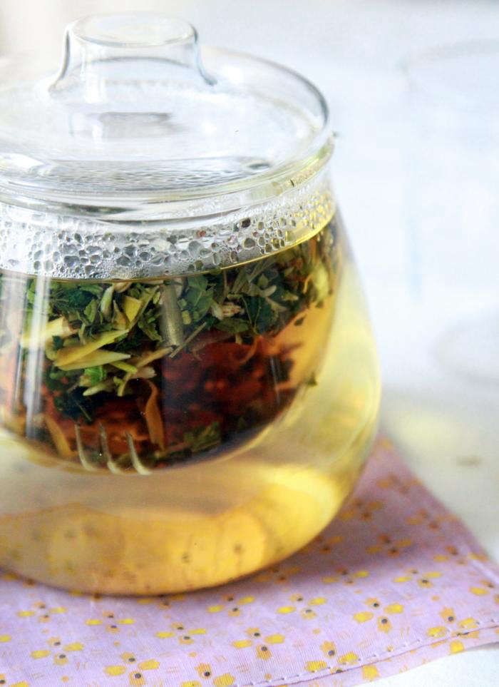 700 allergy tea steeping with lid