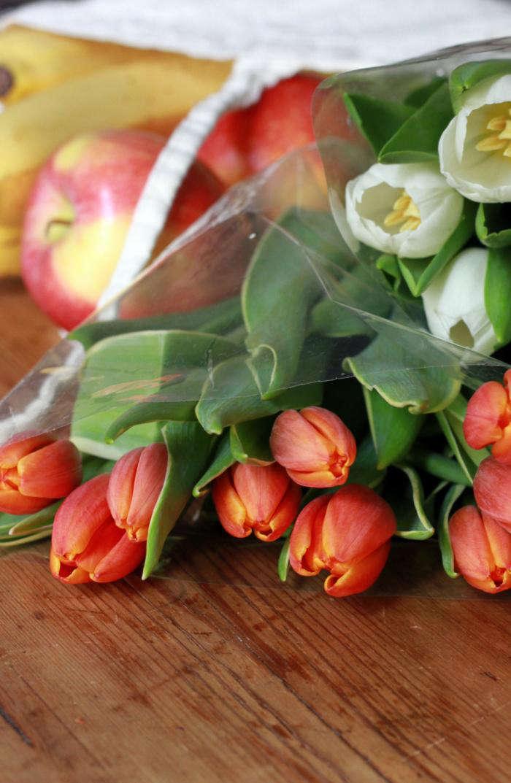 700 tulips in market bag