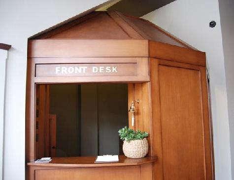 commodore front desk 2