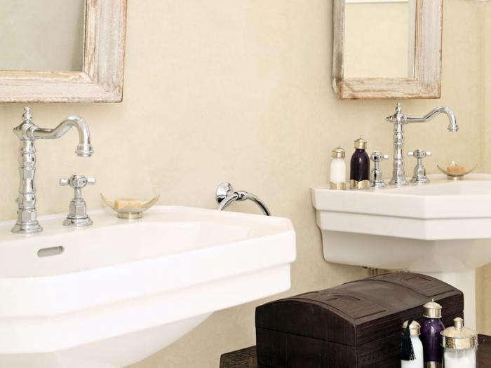 700 riad dix neuf bathroom