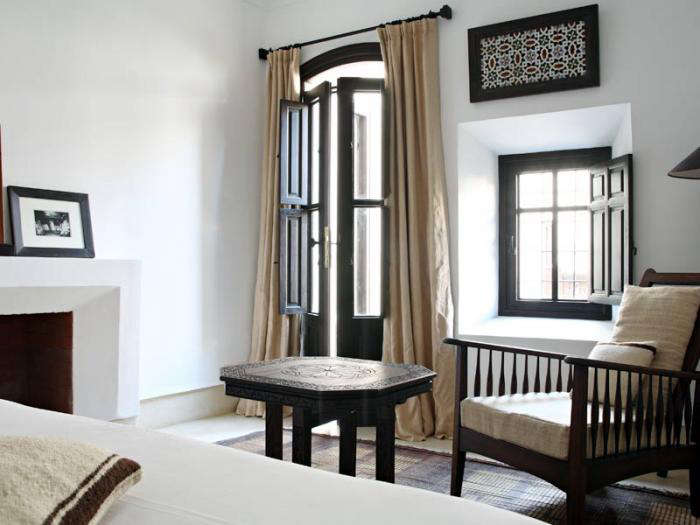 700 riad dix neuf black and white bedroom