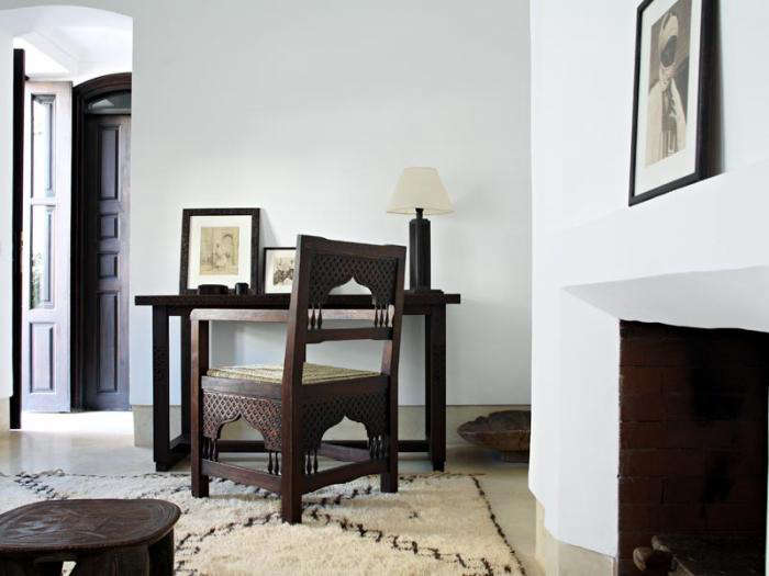700 riad dix neuf table and chair