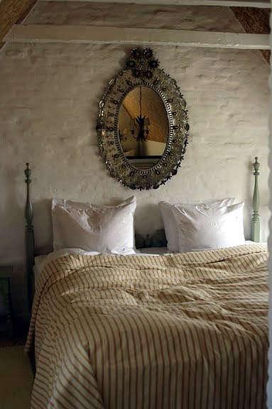 falsled mirror bedroom