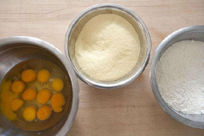 700 pasta making egg semolina