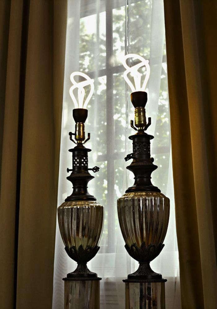 700 plumen exposed lights in lamp