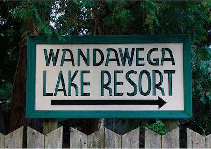 700 wandawega sign outside