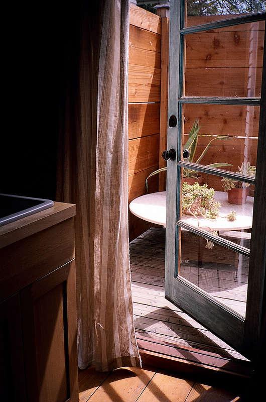 A Woodsy Cabin in a Happening LA Neighborhood115 a Night portrait 8