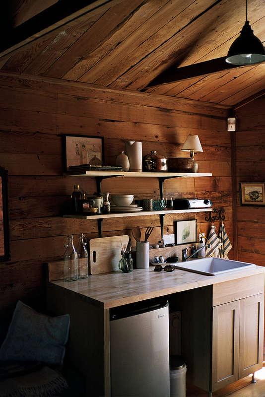 A Woodsy Cabin in a Happening LA Neighborhood115 a Night portrait 3