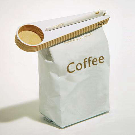 Kitchen Kapu Coffee Scoop and Bag Closer    portrait 3