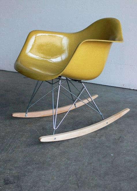 yellow eames chair comod