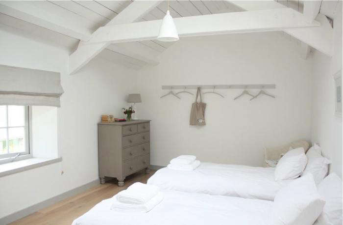 700 calfshed twin room