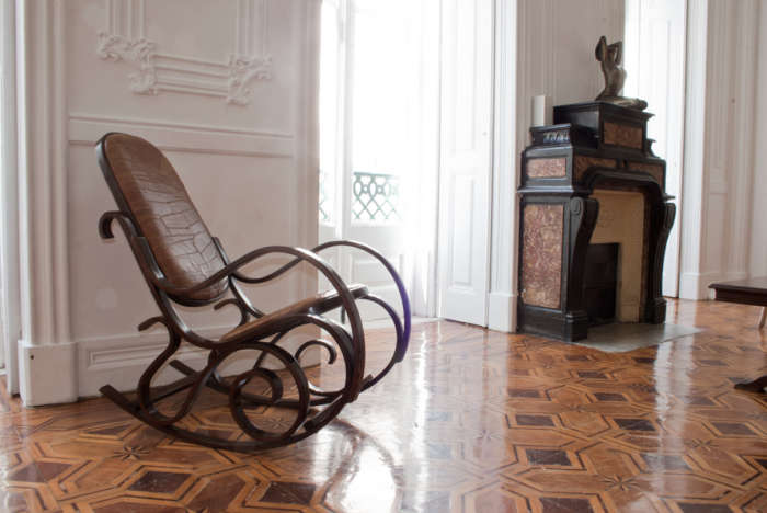 700 indepente hotel rocking chair