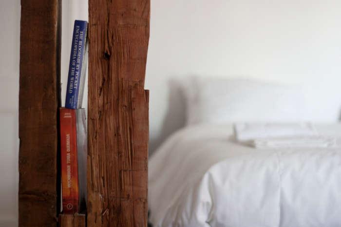 700 indpendte hotel book nook