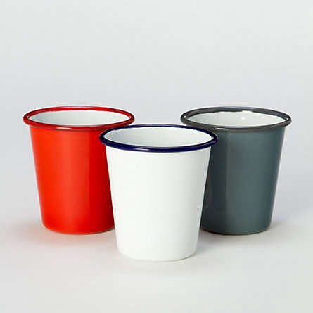 Classic Enamelware for Outdoor Dining portrait 5