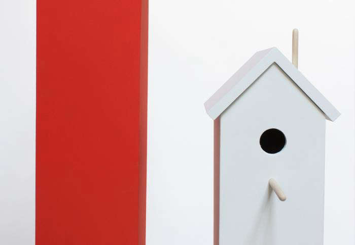 700 attic birdhouse white with red