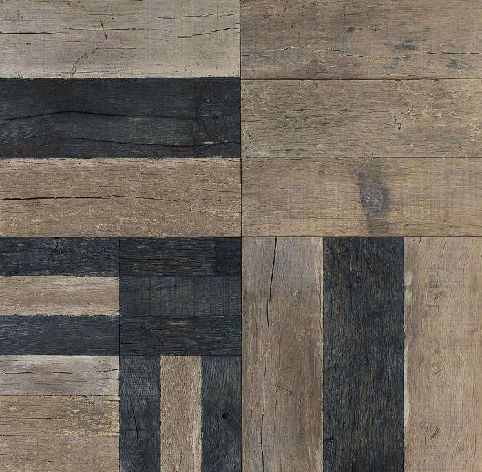 700 commune black and light wood