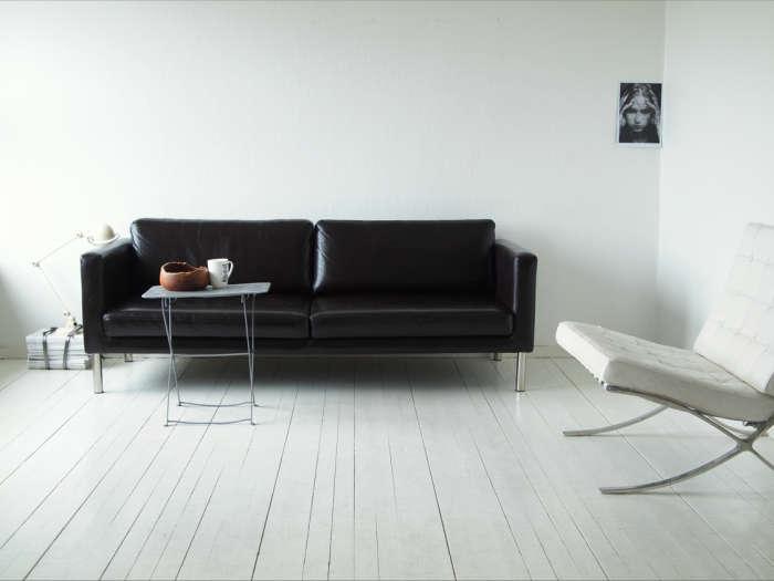 700 moa black sofa