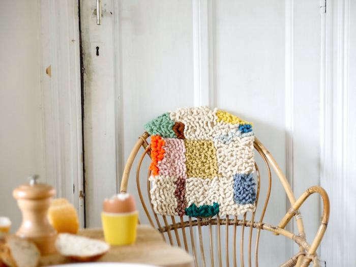 700 renilde de peuter   cushion and egg