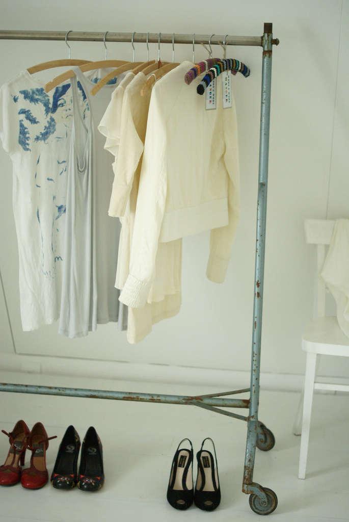 wood wool clothing rack