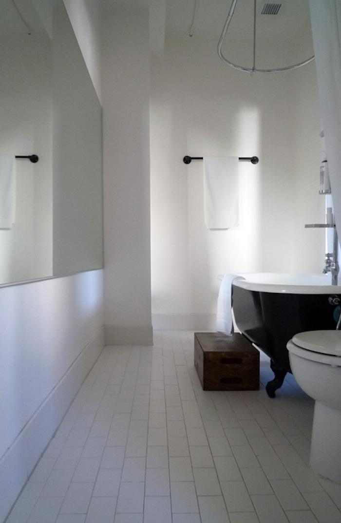 700 ace hotel portland room 200 bathroom