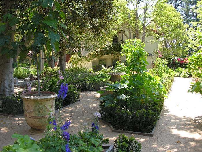 700 art luna kitchen garden 1