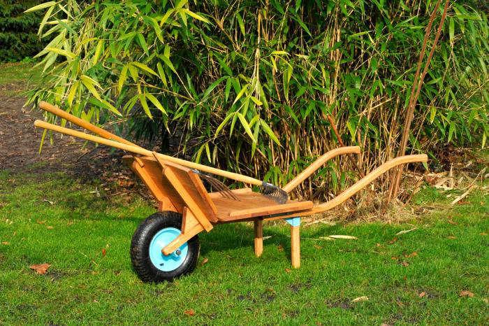 Wheelbarrow Chic from La Mule portrait 4