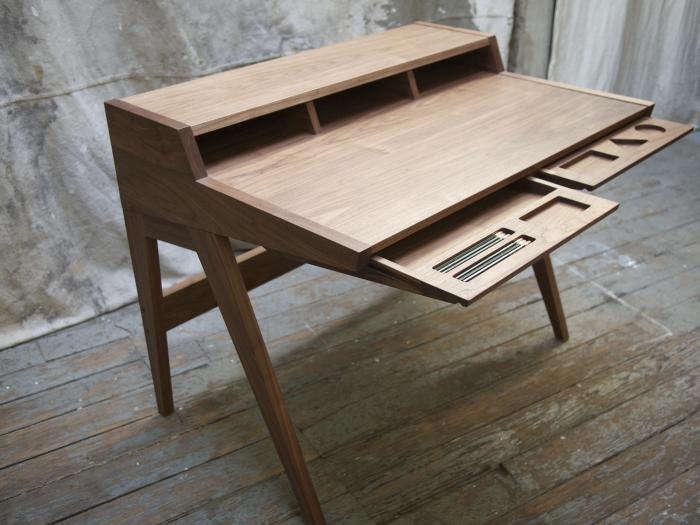 700 laura desk three