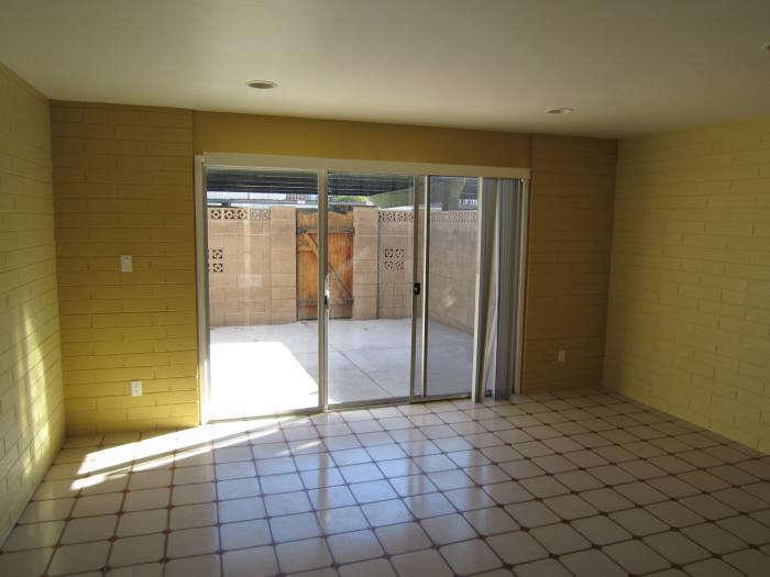 700 scottsdale living room before copy