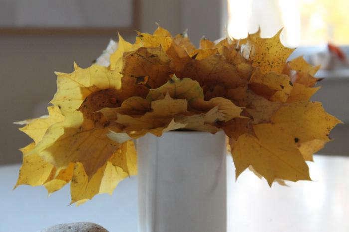700 bright leaves design skool yellow