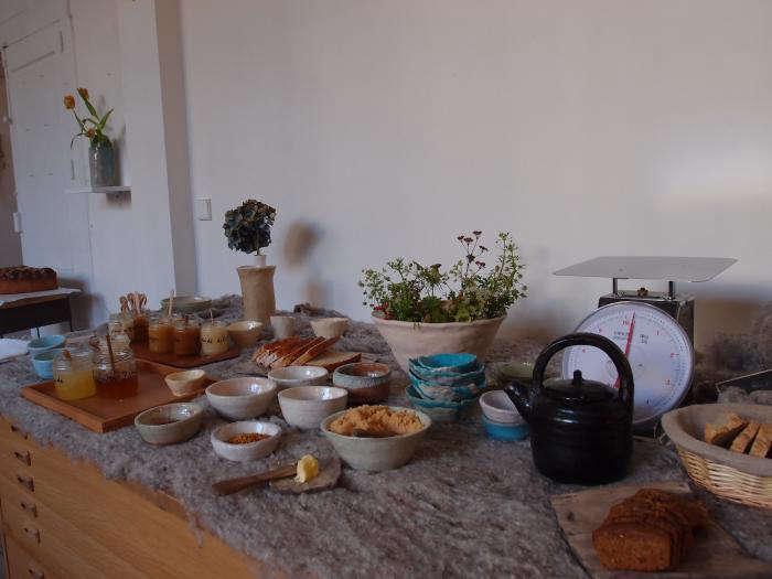 700 cecile daladier honey party set up
