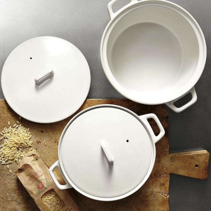 700 ceramic casseroles with lids
