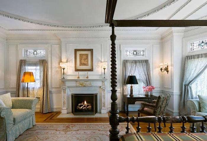 700 inn on hudson white room 1