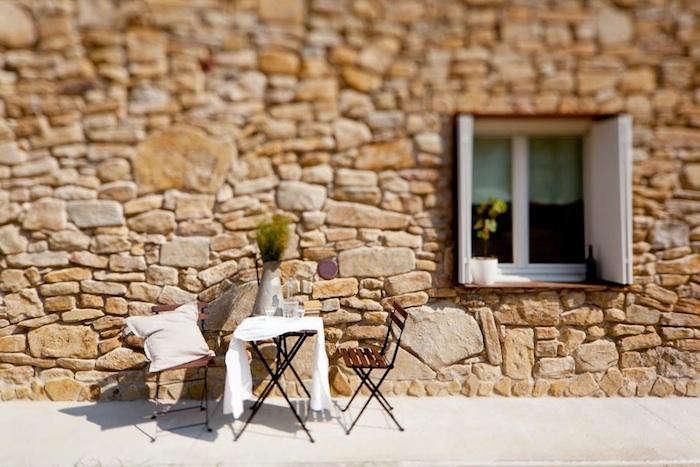 700 malatesta maison stone wall