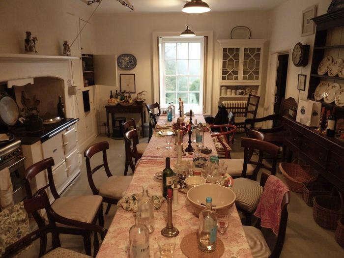 700 pentreath dining table