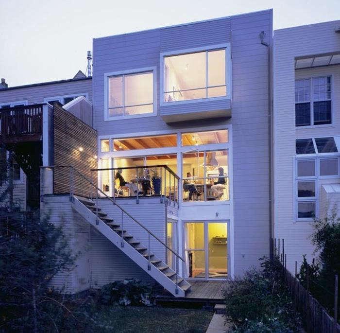 700 studio sarah willmer tall white modern house at night