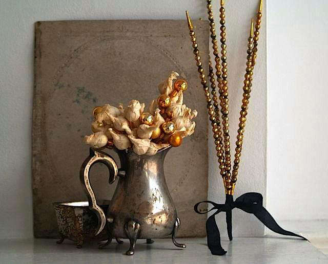 rm vintage vignette by 5 gardenias