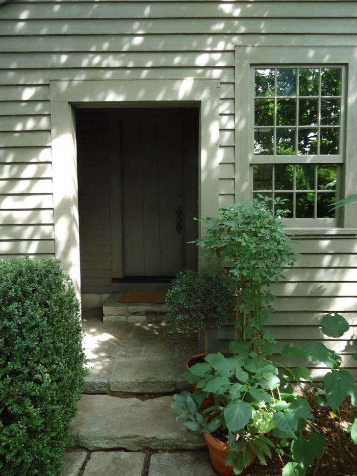 700 leva garden doorway