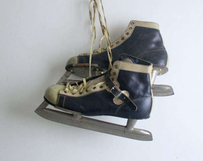 700 vintage hockey skates size 8 jpeg