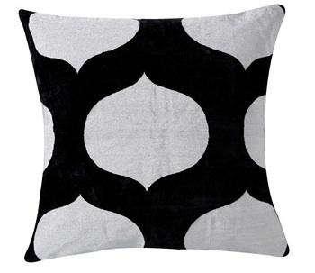 Madeline  20  Weinrib  20  black  20  white  20  pillow