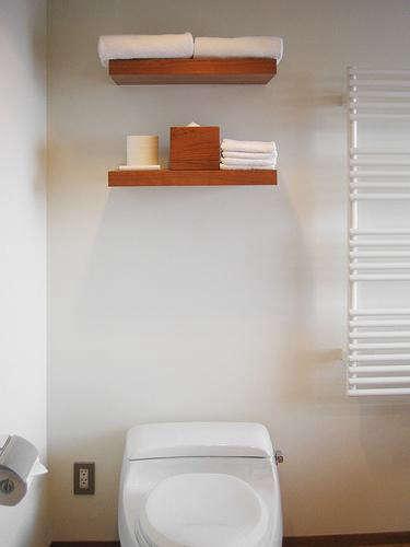 claska  20  bath  20  with  20  shelves
