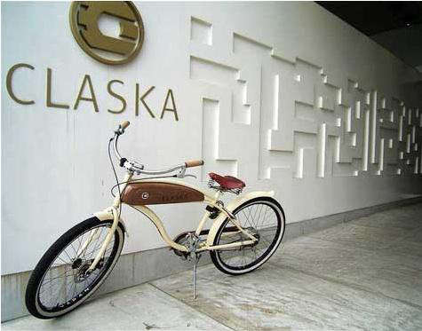 claska  20  exterior  20  with  20  bicycle