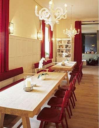 das  20  kranzbach  20  table  20  with  20  red  20  chairs