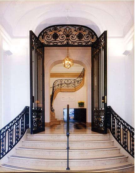neue  20  galerie  20  stairs